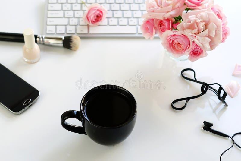 Έννοια ομορφιάς blog Θηλυκός αποτελέστε τα εξαρτήματα στοκ εικόνες