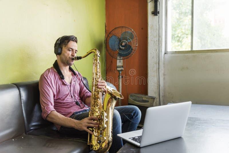 Έννοια οργάνων της Jazz συμφωνικών μουσικών Saxophone στοκ φωτογραφίες με δικαίωμα ελεύθερης χρήσης