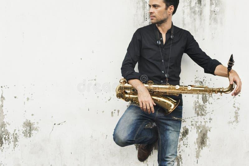 Έννοια οργάνων της Jazz συμφωνικών μουσικών Saxophone στοκ εικόνες