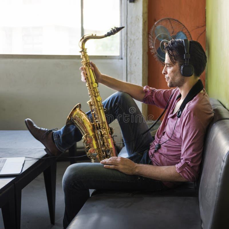 Έννοια οργάνων της Jazz συμφωνικών μουσικών Saxophone στοκ φωτογραφία με δικαίωμα ελεύθερης χρήσης