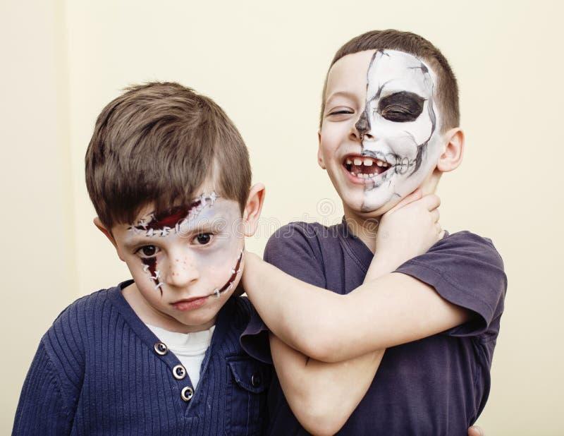 Έννοια παιδιών αποκάλυψης Zombie Εορτασμός γιορτής γενεθλίων facepaint στη νεκρή νύφη παιδιών, πρόσωπο σημαδιών, σκελετός στοκ φωτογραφίες