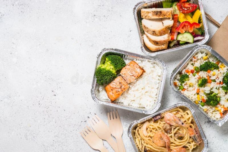 Έννοια παράδοσης τροφίμων - υγιές μεσημεριανό γεύμα στα κιβώτια στοκ εικόνες με δικαίωμα ελεύθερης χρήσης