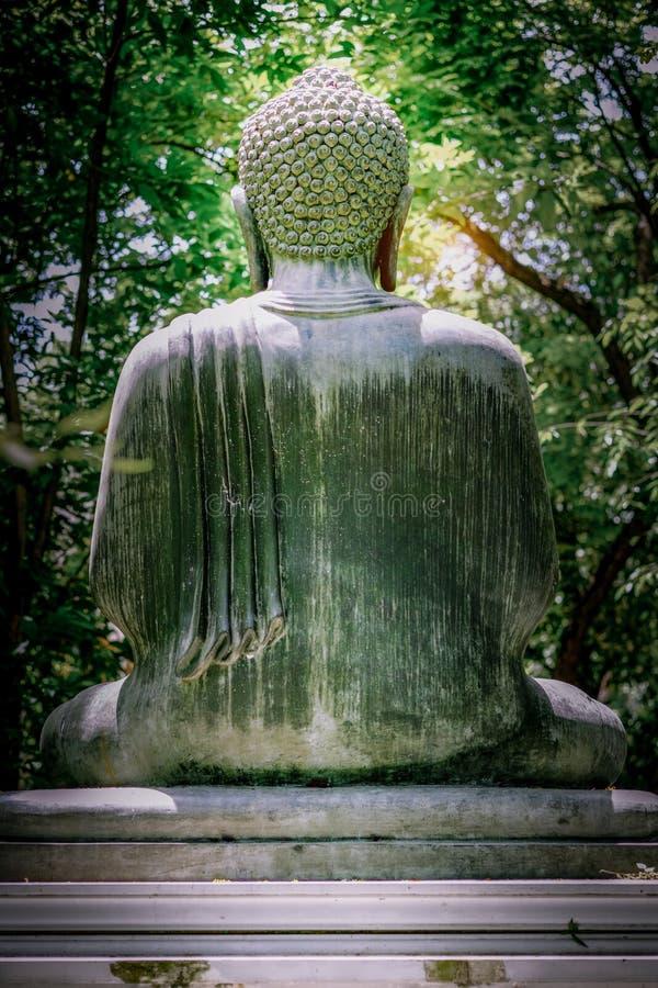 Έννοια περισυλλογής, το πίσω μέρος του αγάλματος πετρών του Βούδα στοκ φωτογραφίες με δικαίωμα ελεύθερης χρήσης
