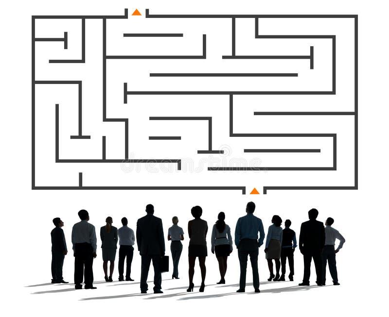 Έννοια πρόκλησης στρατηγικής κατεύθυνσης στρατηγικής γρίφων λαβυρίνθου διανυσματική απεικόνιση