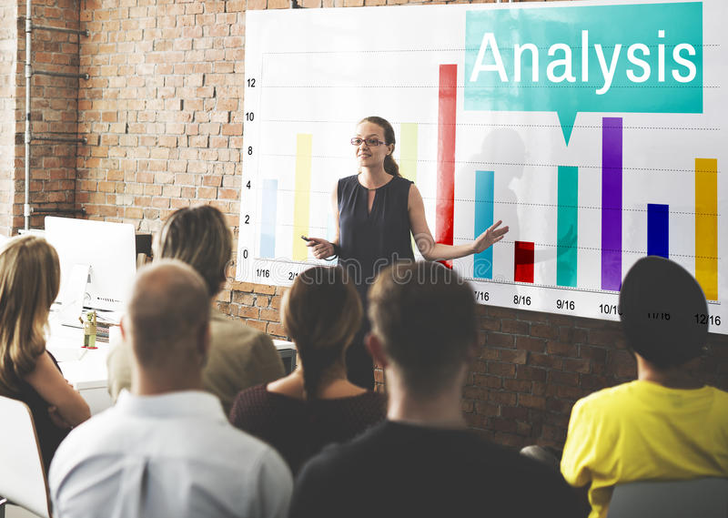Έννοια στατιστικών αύξησης γραφικών παραστάσεων Analytics ανάλυσης στοκ φωτογραφία