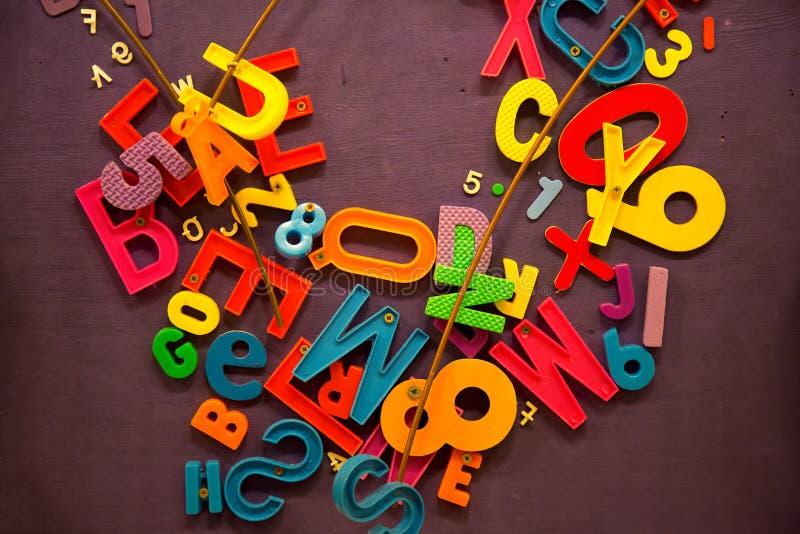 Έννοια σχολικής εκπαίδευσης αριθμών και λέξεων στοκ φωτογραφία