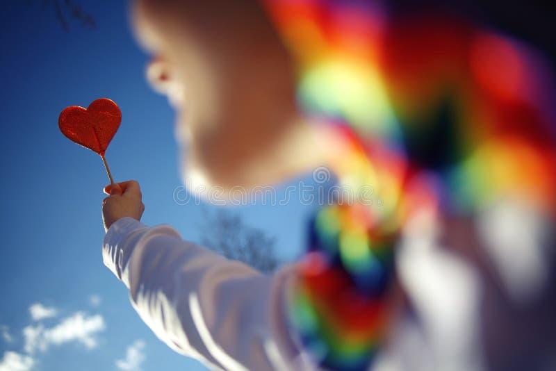 Έννοια της αγάπης με την καραμέλα καρδιών στοκ εικόνες με δικαίωμα ελεύθερης χρήσης