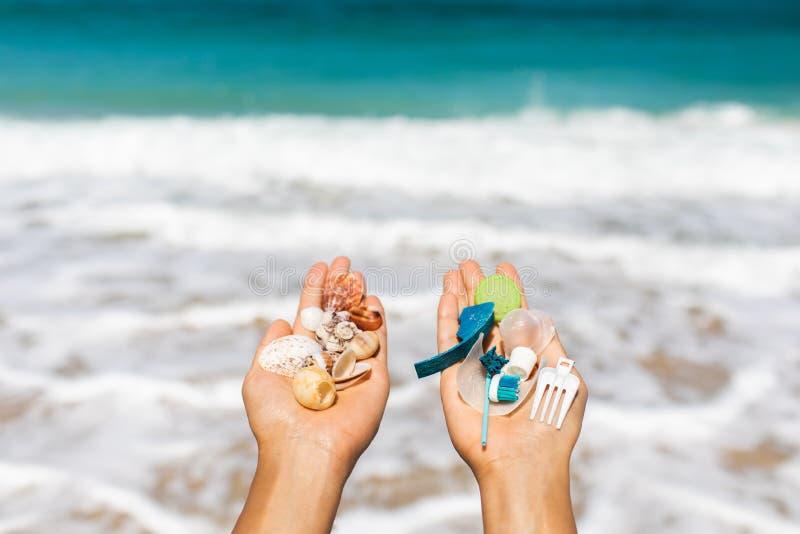 Έννοια της επιλογής: εκτός από το πλαστικό φύσης ή χρήσης στοκ φωτογραφίες