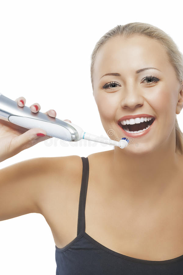 Έννοια της οδοντικής υγείας: Ξανθή καυκάσια γυναίκα που βουρτσίζει το γράμμα Τ της στοκ εικόνες