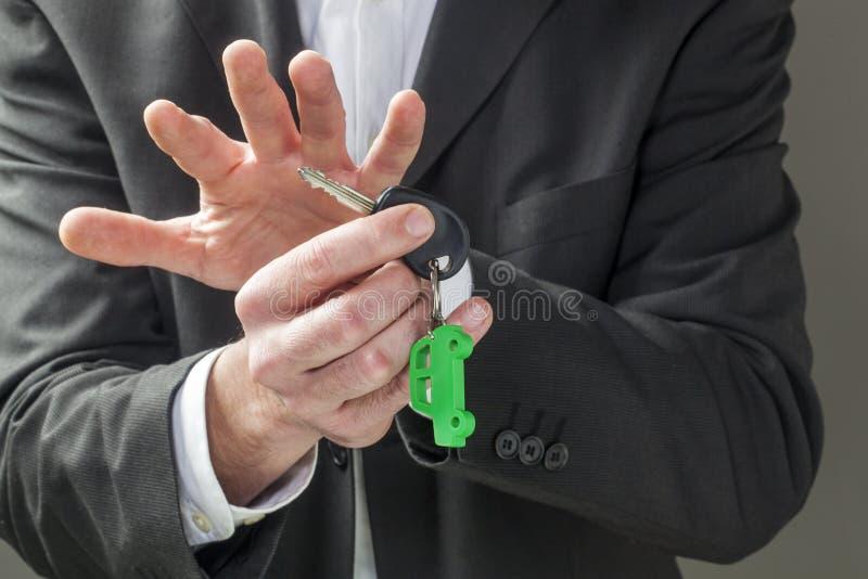 Έννοια του εταιρικής αυτοκίνητης στόλου ή της ασφαλείας αυτοκινήτου υπό εξέταση στοκ φωτογραφία με δικαίωμα ελεύθερης χρήσης
