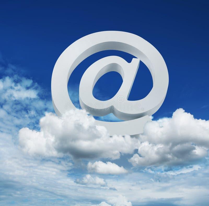 Έννοια υπηρεσίας αποστολής ηλεκτρονικών μηνυμάτων Διαδικτύου σύννεφων διανυσματική απεικόνιση