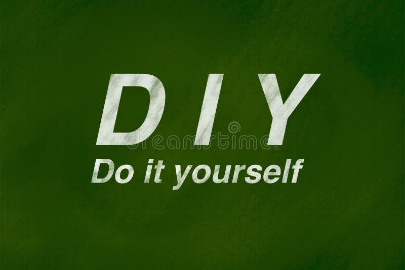 Έννοια υποβάθρου DIY στον πράσινο πίνακα κιμωλίας απεικόνιση αποθεμάτων