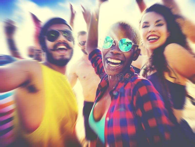 Έννοια φεστιβάλ κόμματος θερινών παραλιών φίλων στοκ εικόνες με δικαίωμα ελεύθερης χρήσης