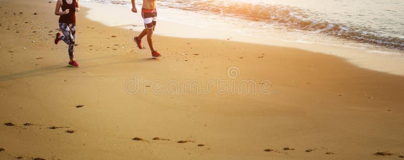 Έννοια φύσης ορμής αθλητικών ακτών παραλιών άσκησης τρεξίματος στοκ εικόνες