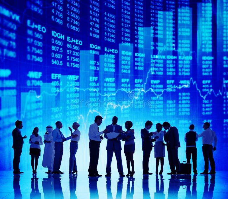 Έννοια χρηματιστηρίου συζήτησης επιχειρηματιών σκιαγραφιών στοκ φωτογραφίες