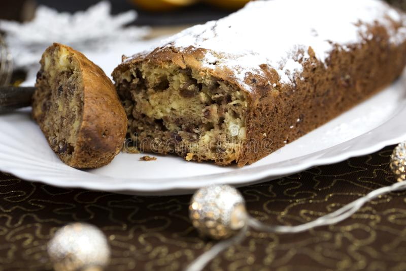Έννοια Χριστουγέννων Σπιτικό κέικ Χριστουγέννων με τη διακόσμηση Χριστουγέννων στοκ εικόνες