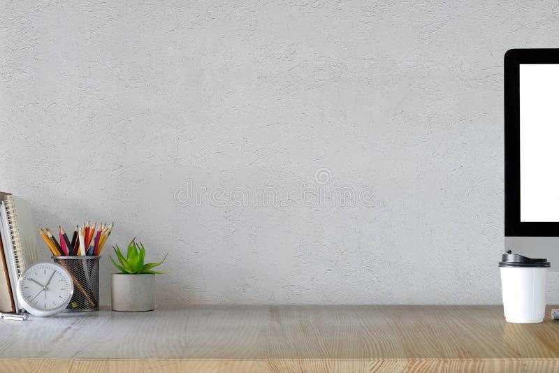 Έννοια χώρου εργασίας: δημιουργικό γραφείο χώρων εργασίας στοκ εικόνα με δικαίωμα ελεύθερης χρήσης