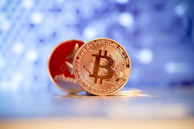 έννοια cryptocurrencies - bitcoin, litecoin, ethereum στοκ εικόνα