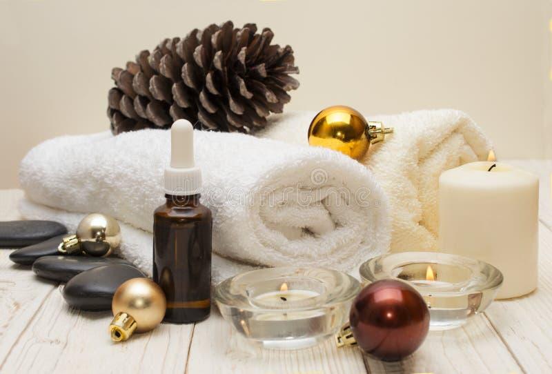 Έννοια SPA, αντικείμενα wellness στις ξύλινες εγκαταστάσεις, υπόβαθρο Χριστουγέννων Παρούσες διακοπές στοκ φωτογραφία με δικαίωμα ελεύθερης χρήσης