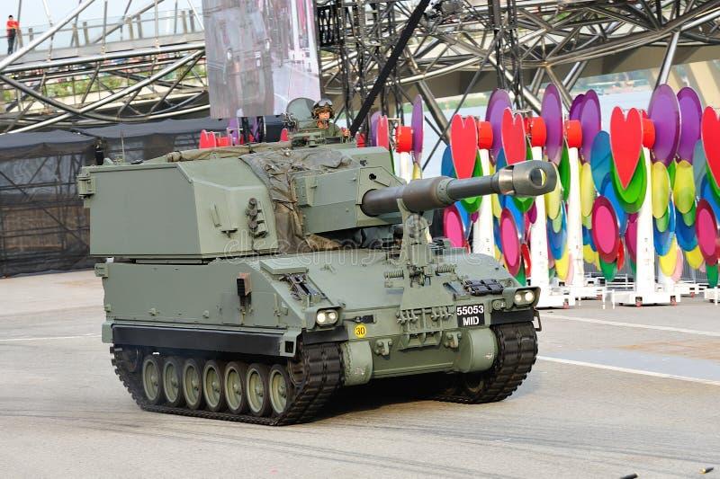 Ένοπλες Δυνάμεις της Σιγκαπούρης (SAF) που καταδεικνύουν αυτοπροωθούμενο howitzer Primus του κατά τη διάρκεια της πρόβας 2013 παρε στοκ φωτογραφίες με δικαίωμα ελεύθερης χρήσης