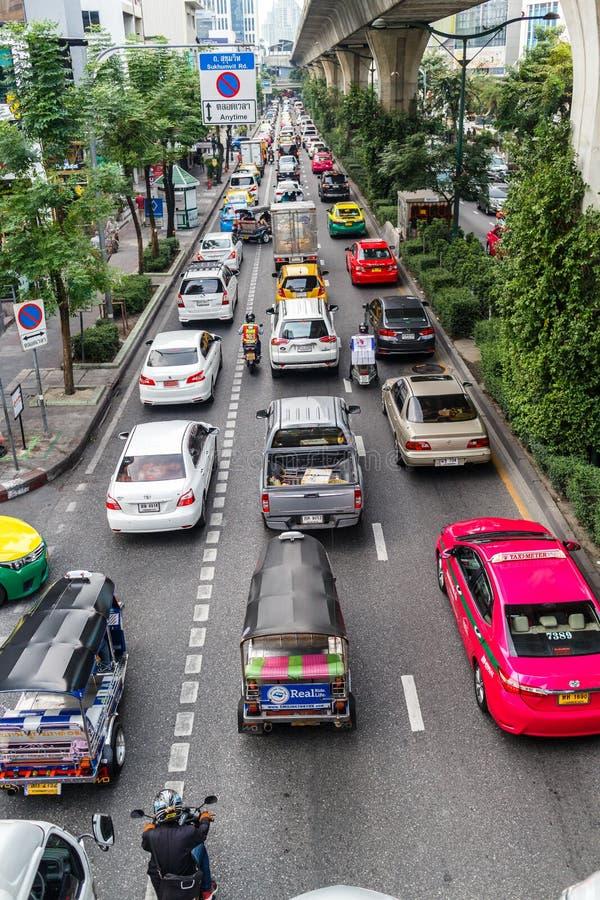 Έντονη κυκλοφορία στην οδό Sukhumvit, Μπανγκόκ, Ταϊλάνδη στοκ εικόνα