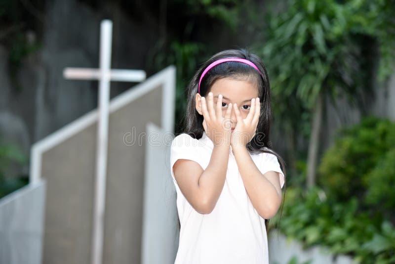 Έντρομοι θηλυκός νεανικός και διαγώνιος στοκ εικόνα με δικαίωμα ελεύθερης χρήσης