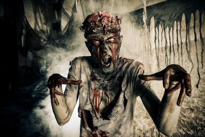 Έντρομο zombie στοκ φωτογραφίες