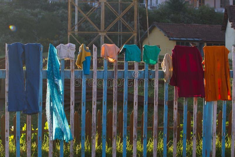 Ένωση λινού στη σκοινί για άπλωμα και ξηρός στοκ εικόνες