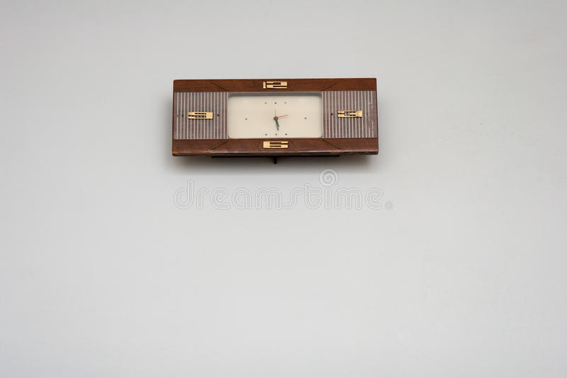 Ένωση ρολογιών στον άσπρο τοίχο στοκ φωτογραφία με δικαίωμα ελεύθερης χρήσης