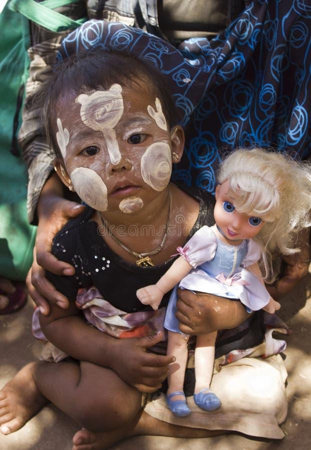 Ένδεια μέσω του ματιού του παιδιού στοκ εικόνες με δικαίωμα ελεύθερης χρήσης