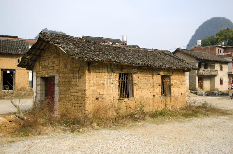 Ένδεια - φτωχή κατοικία σε ένα χωριό στοκ φωτογραφία με δικαίωμα ελεύθερης χρήσης
