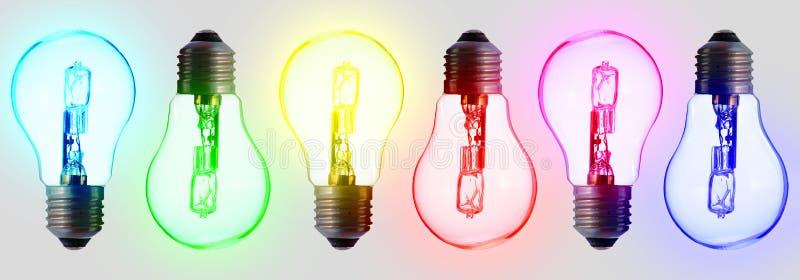 Έξι τυποποιημένοι ηλεκτρικοί βολβοί, στο χρώμα του ουράνιου τόξου στοκ φωτογραφίες με δικαίωμα ελεύθερης χρήσης