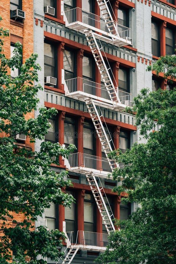 Έξοδοι κινδύνου στο Greenwich Village, Μανχάταν, πόλη της Νέας Υόρκης στοκ εικόνα με δικαίωμα ελεύθερης χρήσης