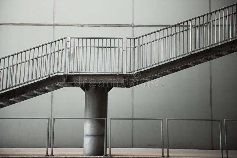 Έξοδος κινδύνου από ένα stairwell σε ένα κτήριο στοκ εικόνες με δικαίωμα ελεύθερης χρήσης