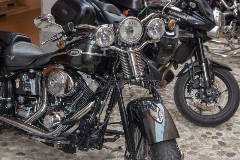 Έξοχα εκλεκτής ποιότητας ποδήλατα μοτοσικλετών και αθλητικά αυτοκίνητα στοκ φωτογραφίες με δικαίωμα ελεύθερης χρήσης
