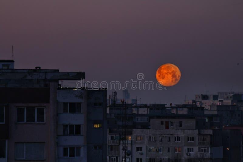Έξοχο φεγγάρι στη Ρουμανία στοκ φωτογραφία με δικαίωμα ελεύθερης χρήσης