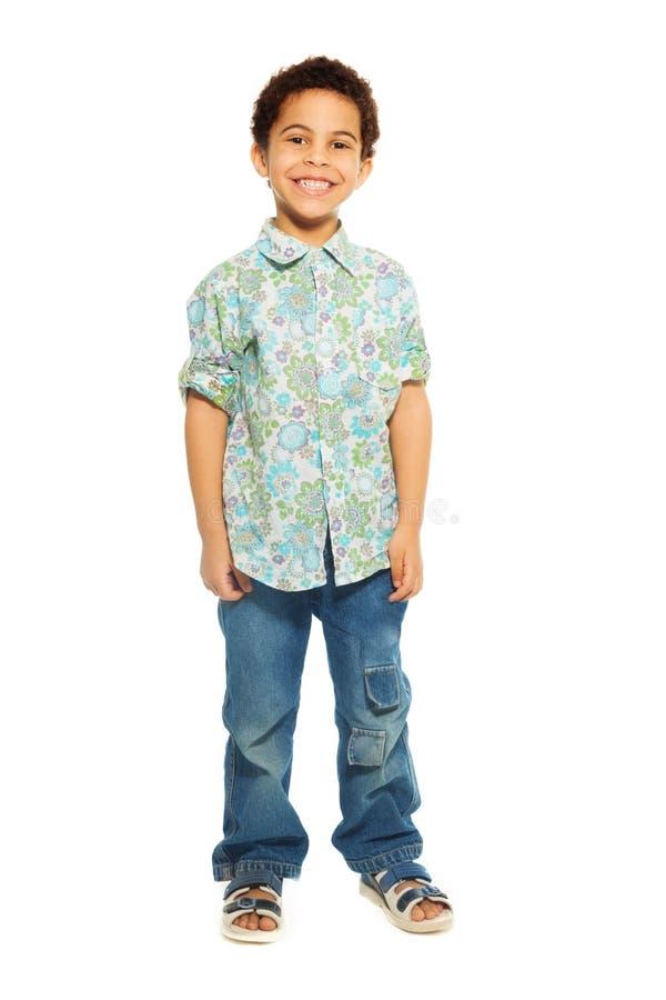 Έξοχο χαριτωμένο ευτυχές χρονών αγόρι 5 στοκ εικόνες
