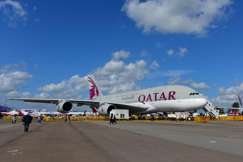 Έξοχο jumbo εναέριων διαδρόμων του Κατάρ A380 στην επίδειξη στη Σιγκαπούρη Airshow στοκ φωτογραφία με δικαίωμα ελεύθερης χρήσης