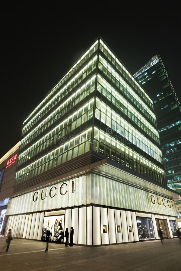 Έξοδος της Gucci πολυτέλειας τη νύχτα, Πεκίνο, Κίνα στοκ εικόνα με δικαίωμα ελεύθερης χρήσης