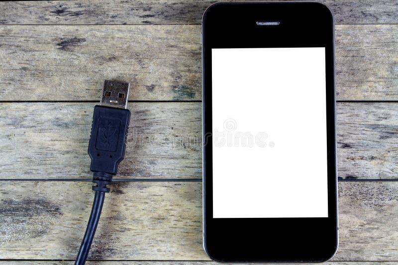 Έξυπνα τηλέφωνο και usb καλώδιο στοκ εικόνες με δικαίωμα ελεύθερης χρήσης