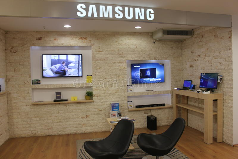 Download Έξυπνες TV της Samsung εκδοτική στοκ εικόνες. εικόνα από έδρες - 29126463
