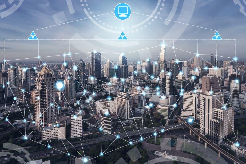 Έξυπνη έννοια δικτύων επικοινωνίας πόλεων ασύρματη στοκ εικόνες