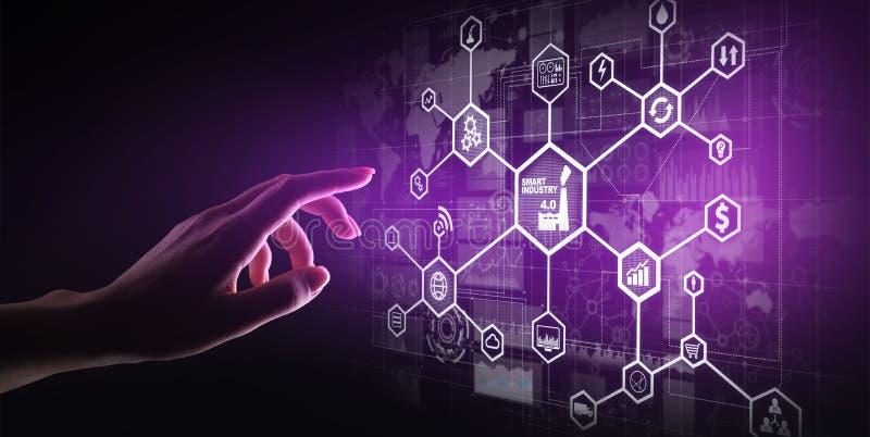 Έξυπνη βιομηχανία 4 0, αυτοματοποίηση Διαδίκτυο κατασκευής των πραγμάτων Έννοια επιχειρήσεων και τεχνολογίας στην εικονική οθόνη στοκ εικόνα με δικαίωμα ελεύθερης χρήσης