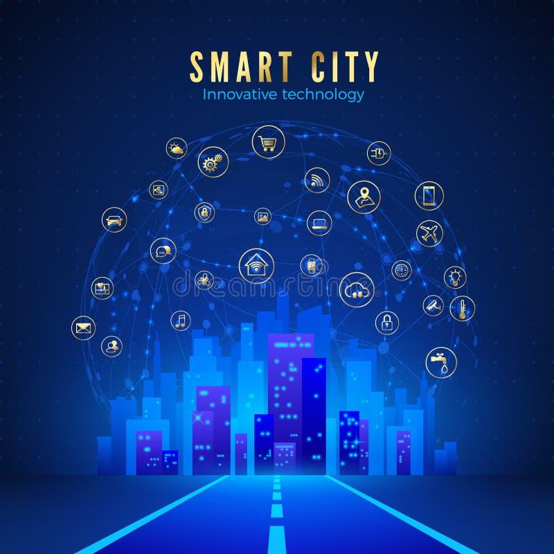 Έξυπνη πόλη ή έννοια IOT Δρόμος που οδηγεί στο τοπίο πόλεων στο μπλε χρώμα και το σφαιρικό Ιστό με τα έξυπνα εικονίδια συστημάτων απεικόνιση αποθεμάτων
