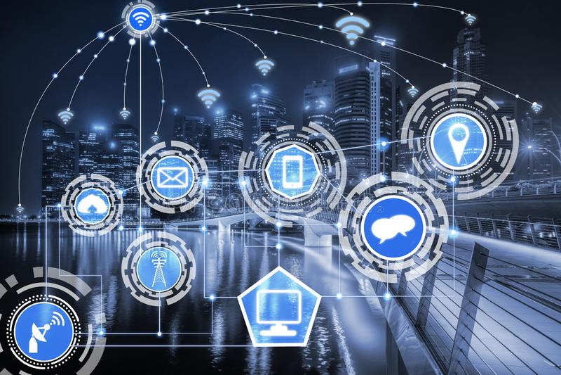 Έξυπνη πόλη και ασύρματο δίκτυο επικοινωνίας στοκ εικόνα με δικαίωμα ελεύθερης χρήσης