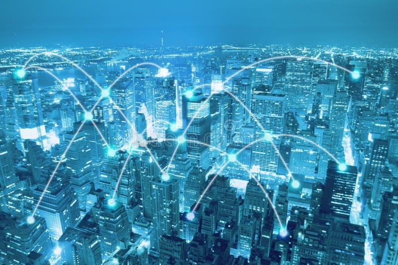 Έξυπνη πόλη scape και έννοια σύνδεσης δικτύων στοκ εικόνα με δικαίωμα ελεύθερης χρήσης
