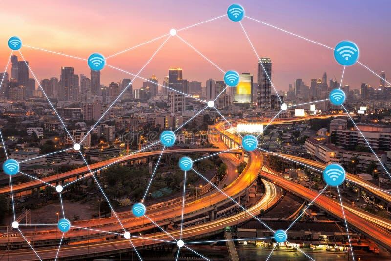 Έξυπνη πόλη με τη σύνδεση wifi στοκ φωτογραφίες