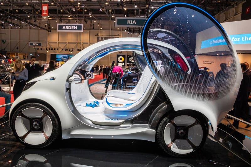 Έξυπνο αυτοκίνητο πόλεων οράματος EQ ForTwo μόνος-οδηγώντας στοκ φωτογραφία