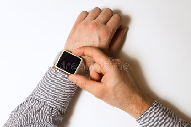 Έξυπνο ρολόι σε ετοιμότητα αρσενικό στοκ εικόνες