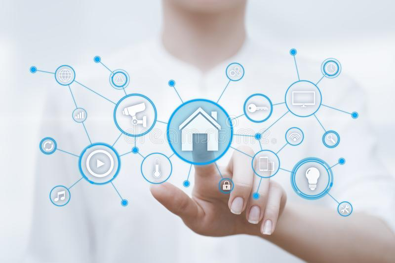 Έξυπνο σύστημα ελέγχου εγχώριας αυτοματοποίησης Έννοια δικτύων Ίντερνετ τεχνολογίας καινοτομίας στοκ εικόνες